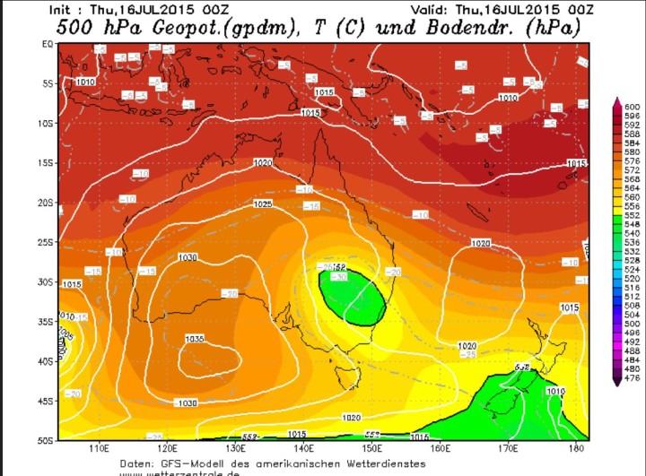 GFS vom 16. Juli 2015 mit riesigem kaltem Höhentief in 500 hPa (etwa 5500m) über dem Südosten von Australien, dass eisige Temperaturen mit verbreiteten Schneefällen auslöst. Quelle: