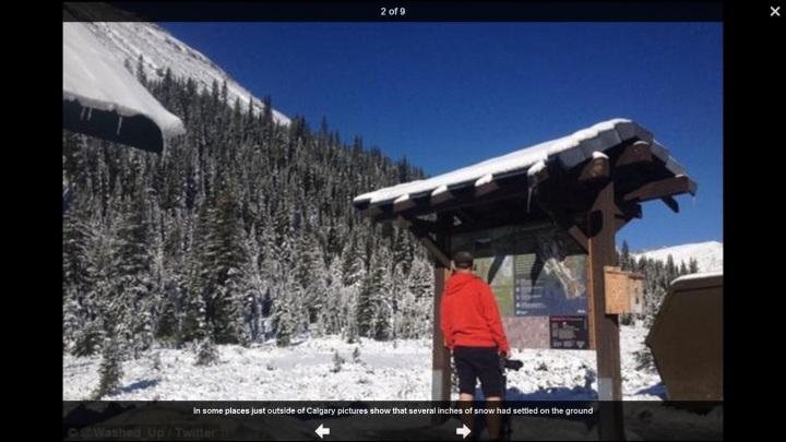 Mehrere cm Schnee auf den Bergen nahe Calgary am 22.8.2015. Quelle: wie oben