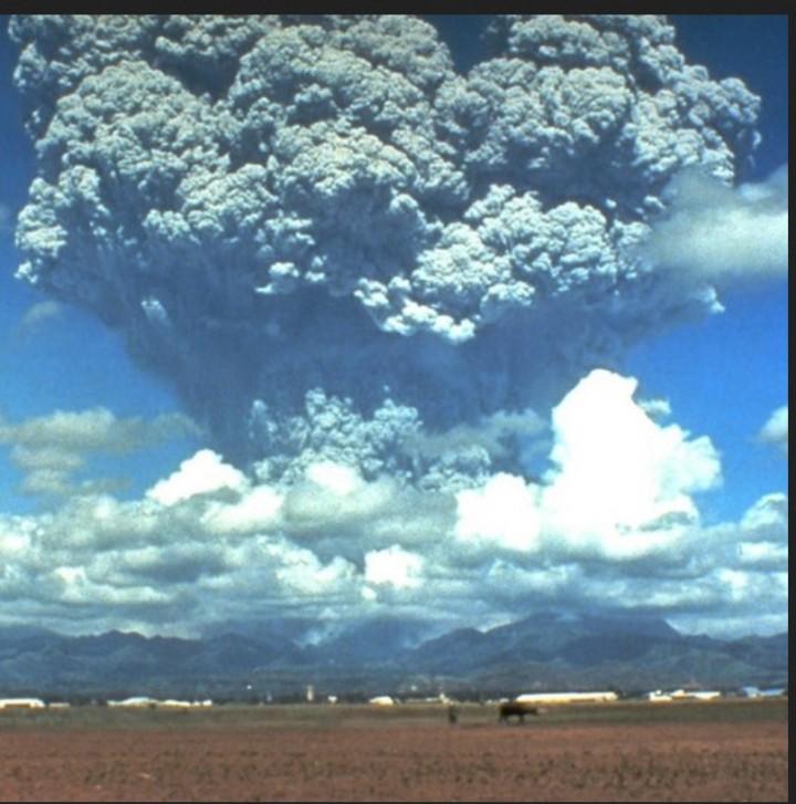 Der mächtige Ausbruch des Pinatobu am 21.6.1991.
