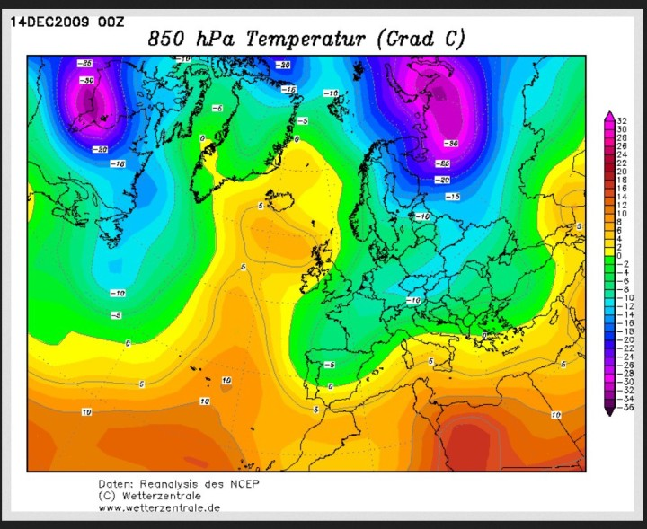 GFS-Reanalyse der Temperaturen in 850 hPa (rund 1500 m) in Europa am 14.12.2009. Ein winterliches Szenario auch über Dänemark, während Al Gore vor der Weltklimakonferenz seine lächerliche Rede über eine angeblich sommerich nahezu eisfreie Arktis im Jahr 2014 hielt. Quelle: