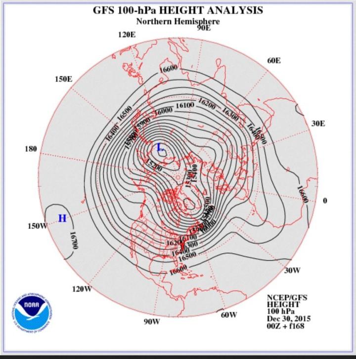 GFS-Stratosphären-Prognose vom 30. Dezember 2015 für den 4./5. Januar 2016 in 100 hPa (rund 16000 m). Der Polarwirbel hat sich in zwei Teilzentren über Nordsibirien und über der Labradorsee bei Grönland geteilt. Über Europa haben sich zwei versetzte großräumige kalten Tröge entwickelt. Quelle: