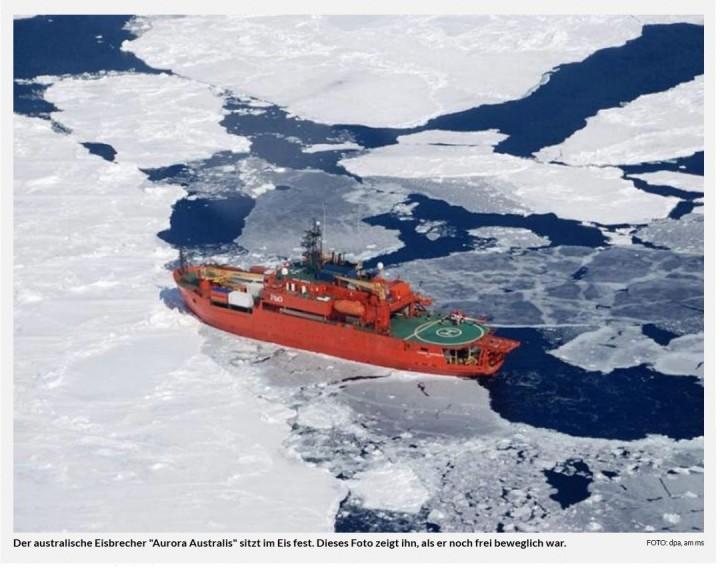 """Antarktis 25.2.2016: Eisbrecher """"Aurora Australis"""" steckt im Eis fest."""