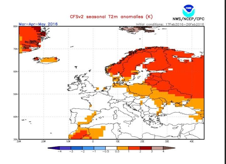 NOAA/CFSv2-Prognose für die Temperaturabweichungen im Frühling 2016 (MAM) in Europa. Während große Teile Nordosteuropas wärmer (rötliche Farben) gerechnet werden, liegt die Südwesthälfte Europas einchl. Deutschland im eher kühl-durchscknittlichen (weißen) Bereich mit TA um 0 K.