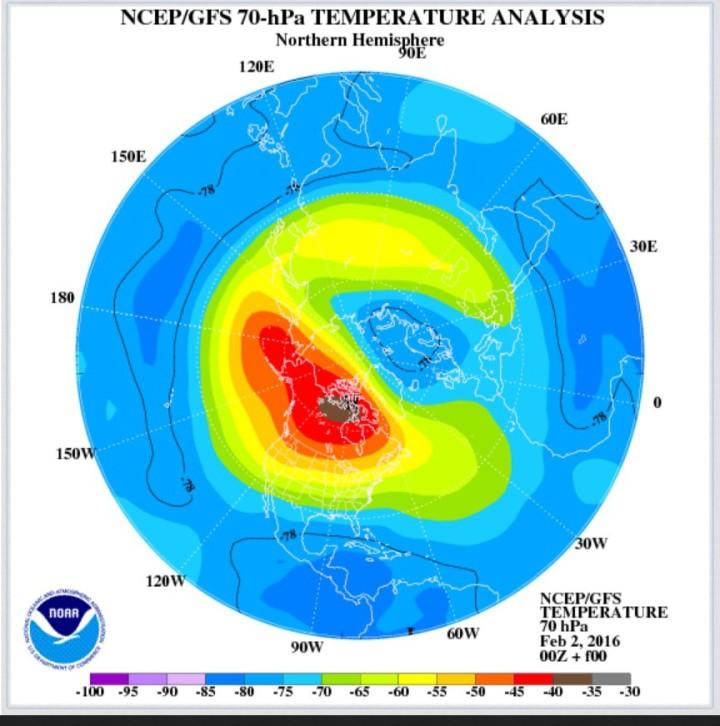 GFS-Analyse der Temperaturen der untern Stratosphäre in rund 18 km Höhe (70 hPa). Über Kanada hat sich die Luft stark erwärmt, wie die roten/braunen Farbenn zeigen. Quelle: