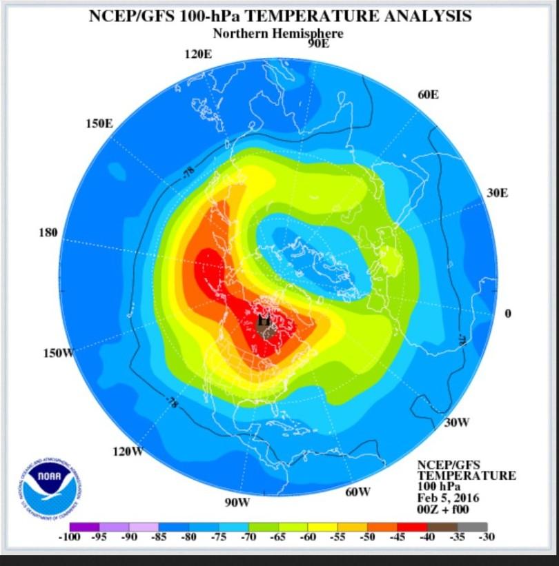 GFS-Analyse der Temperaturen der untern Stratosphäre in rund 16 km Höhe (100 hPa). Über Kanada hat sich die Luft stark erwärmt, wie die roten/braunen Farben zeigen. Quelle: