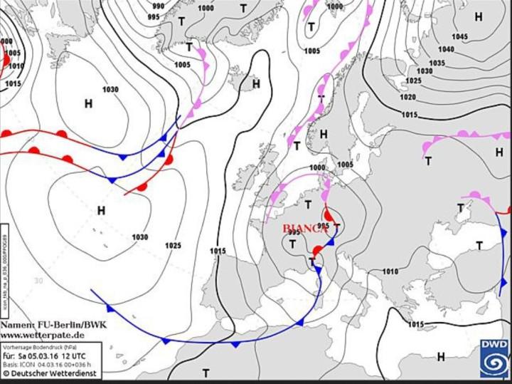 Am Freitag lenkt das neue Tief BIANCA mit Zentrum über Südengland die erste Front in Richtung Deutschland. An der Okklusion ist es nass, mit Südwestwind wird aber auch mildere Luft heran transportiert und die kalte Luft wird nach Norden verdrängt. Über den Alpen kommt Föhn auf. Am Samstag verlagert sich das Tief weiter nach Mitteleuropa. An der Vorderseite wird milde Luft in weite Teile Deutschlands geführt. An der Rückseite wird am Sonntag kühle Luft aus Nordeuropa angezapft. Quelle: