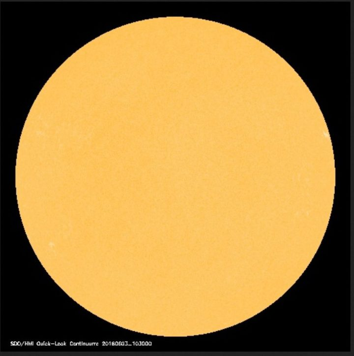 Die Sonne hat am 3. Juni 2016 keinein einzigen von der Erde gut sichtbaren (dunklen) Sonnenfleck. Die Sonnenaktivität ist sehr gering. Quelle: