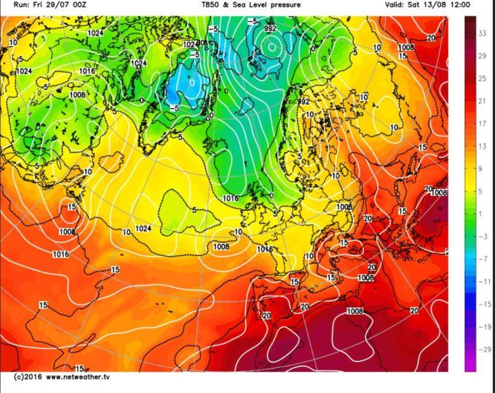Die GFS-Prognose vom 29. Juli für den Bodenluftdruck und die Tempwraturen in 850 hPa (ca. 1500 m) für den 13. August 2016. Zwiwchen einem ausgeprägten Tiefdrucksystem über Skandinavien und hohem Druck über dem Nordatlantik stömt in breitem Strom hochreichende arktische Meeresluft über das Nordmeer Richtung Europa. Quelle: