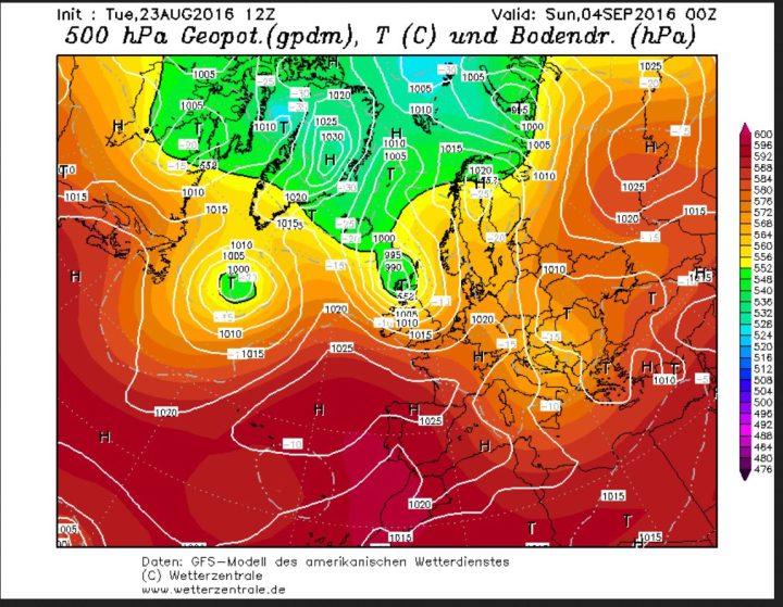 """GFS-Prognose vom 23.8. für die Bodenwetterkarte am 4.9.2016. Der Ex-Hurrikan """"Gaston"""" (ehemalige """"Schallplatte"""") liegt mit seinem Kern bei Schottland un d wird mit der EWestdrift in die Nordsee geführt. Auf seiner Rückseite stömt dann polare und herbtslich kühle Meeresluft nach West- und Mitteeuropa. Quelle:"""