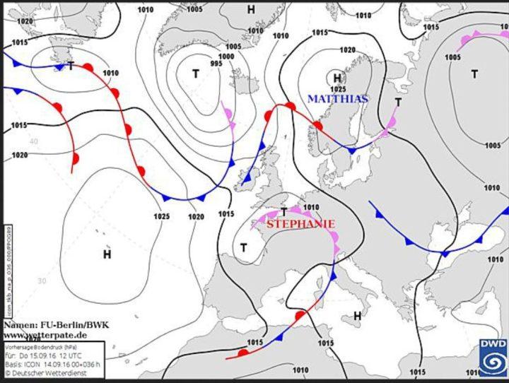 Die DWD-Frontenprognose vom 14.9.2016 für den 15.9.2016. Tief Stepanie mit Kernen über der Biskaya und dem Ärmelkanal schocjt eine Kaltfront/Mischfront über Mitteeuropa nach Nordosten. Dahinter stömt zunächst mäßig kühle Luft mit teils heftigen Gewittern ein, danach erfolgt unterr Einbeziehung kälterer Luftmassen vom Nordatlantik weitere Abkühlung. Quelle: