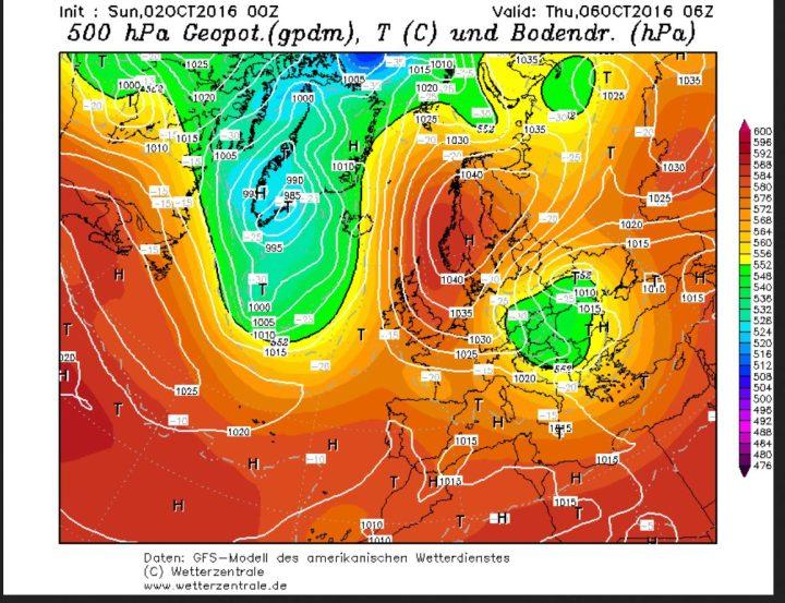 GFS-Prognose des Bodenluftdrucks und der Temperaturen in 500 hPa (ca. 5500 m) vom 2.10.2016 für den 6.10.2016. Am Ostrand eines kräftigen Hochs über Skandinavien wird ein umfangreicher Kaltlufttropfen (grüne Fläche, Höhentief) nach Süden gesteuert und erreicht Polen und Ostdeutschland mit Kaltluft um -30°C in 500 hPa (rund 5500 m Höhe). Quelle: