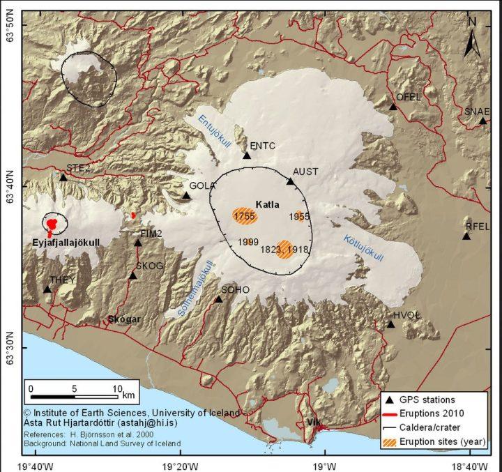 Die Grafik zeigt die Lage der Katla-Vulkane unter dem mächtigen Gletscher, die letzten Ausbrüche und die Lag der GPS-Messstationen. Quelle: