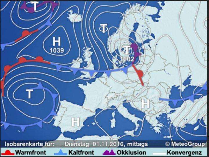 Mit Hoch QUINN mit Schwerpunkt über Mitteleuropa sind derzeit feuchte und relativ milde Luftmassen bei uns wetterbestimmend. Am Dienstag entsteht über Südskandinavien ein kräftiges Sturmtief, welches anfangs von Westen noch milde Luft zu uns bringt, jedoch frischt der Wind im Norden und Osten deutlich auf. Zum Mittwoch setzt sich dann mit Macht deutlich kältere Luft aus polaren Breiten durch. Die Schneefallgrenze sinkt zum Teil deutlich unter 1000 Meter. Es stellt sich dann im weiteren Verlauf nasskaltes Novemberwetter ein. Quelle: