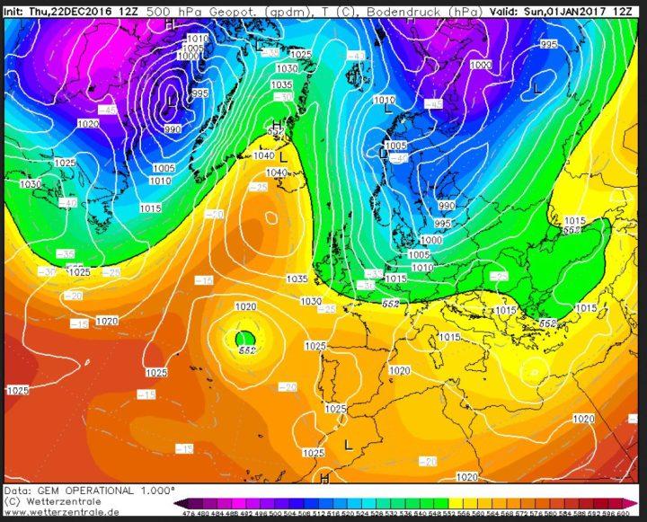 GEM-Prognose des Bodenluftdrucks und der Temperaturen in 500 hPa (ca. 5500 m) vom 22.12. für den 1.1.2017. Über dem Nordatlantik und Grönland hat sich ein mächtiges Hochdruckgebiet aufgebaut (Grönlandblock). Zwischen ihm und einem umfangreichen Tiefdruckgebiet über Skandinavien strömt mit einer nördlichen Strömung hochreichende eisige Polarluft von der Arktis nach Europa. Quelle: