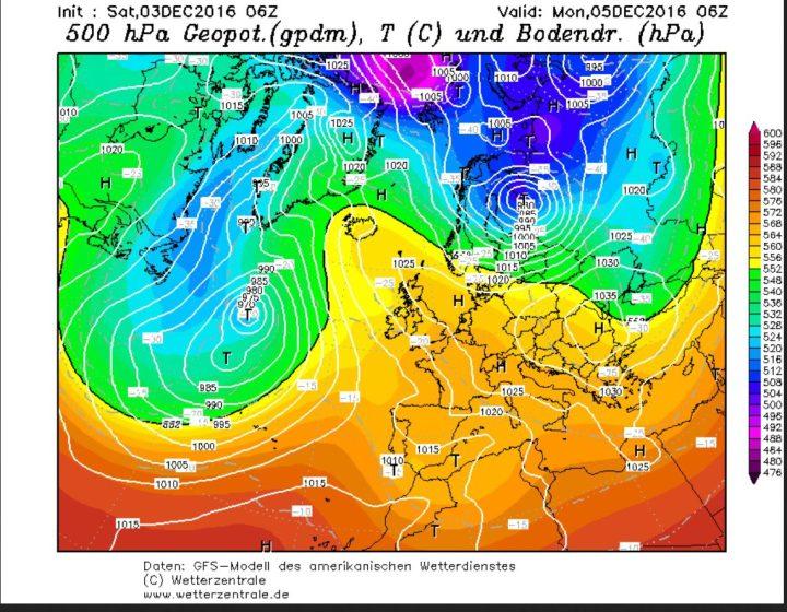 GFS-Prognose des Bodenluftdrucks und der Temperaturen in 500 hPa (ca. 5500 m) vom 3.12. für den 5.12.2016. Am Ostrand eines kräftigen Hochs über Skandinavien wird ein umfangreicher Kaltlufttropfen (grüne Fläche, Höhentief) nach Süden gesteuert und erreicht Polen und Ostdeutschland mit Kaltluft um -30°C in 500 hPa (rund 5500 m Höhe). Quelle: