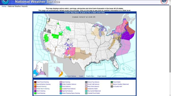 NOAA-Prognose mit Wetterwarnungen für die USA vom 12.2.2017 die kommenden 48 Stunden. In Nordkalifornin werden durch anhaltende Niederschläge und überlaufende Stauseen auch in Nordkalifornien verbreitet Überschwemmungen (Flood Warning/Grüne Flächen) erwartet. Quelle: