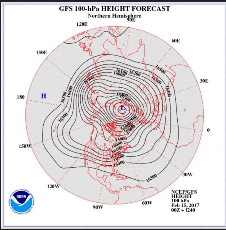 GFS-Strat.-Prognose in 100 hPa (rund 16 km Höhe, untere Stratosphäre) vom 15.2.2017 zum 24./25.2.2017. Der kräftige Polarwirbel liegt mit seinem Zentrum nahe Nordeuropa. Einer seiner drei mächtigen eisigen Tröge reicht von Nortdeuropa über Mitteleuropa bis nach Nordafrika. Mit einer nordwestlichen Strömung werfen hochreichende arktische Meeresluftmassen nach Europa geführt. Das sieht eher nach nasskaltem Wetter mit reichlich Schnee in den höheren Lagen als nach Frühling aus! Quelle: