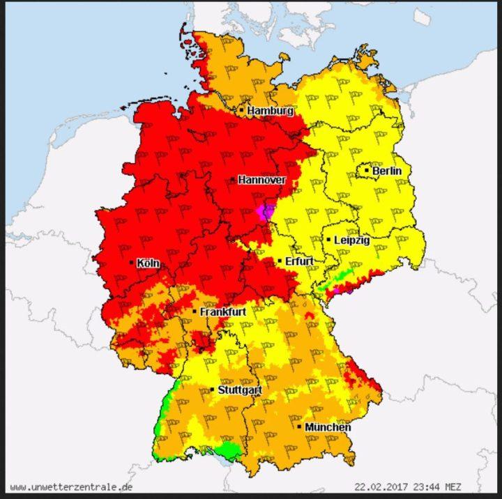 UWZ-Warnung vom 22.2.2017 vor Orkanböen für Köln (51063). Unwetterwarnung Stufe Rot vor Sturm/Orkan gültig von: Donnerstag, 23. Februar 2017, 11:00 Uhr. Gültig bis: Freitag, 24. Februar 2017, 04:00 Uhr,gültig für: alle Höhenstufen: Stürmischer SW-NW-Wind, Böen 100km/h, ab Nachmittag 110km/h, exp. Lagen örtlich mehr. Diese Warnung wurde am Mittwoch, 22. Februar 2017, 20:59 Uhr zuletzt aktualisiert. Quelle: